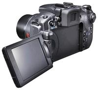 בחלק מהדגמים המסך מתקפל וניתן לסיבוב, תכונה המאפשרת צילום מדויק בזוויות ובמצבים קשים לצילום