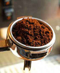 קפה בתפזורת. עלות הכנת ספל קפה בדרך זו היא הנמוכה ביותר