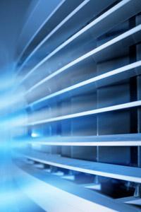 במזגנים מסוימים התריס חשמלי ומופעל באמצעות השלט