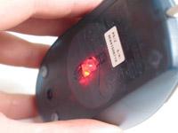 """""""בעכבר אופטי, קרן האור מיוצרת על ידי נורת led המוגבלת ביכולת שלה בהשוואה ללייזר. אך לרוב השימושים העכבר מספק ועובד היטב"""""""