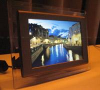 אם המסגרת הדיגיטלית תוצב על השולחן או על מדף, הגודל המינימלי המומלץ הוא 7-8 אינטש