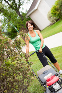 """""""למשטחי דשא גדולים, ומביוחד אם אינם מישוריים, בחרו במכסחת דשא מתנייעת"""""""