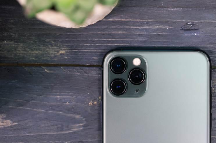 iPhone 11 Pro Max: מעבד חזק, עיצוב מיושן