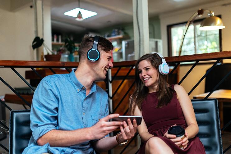 האוזניות החברתיות