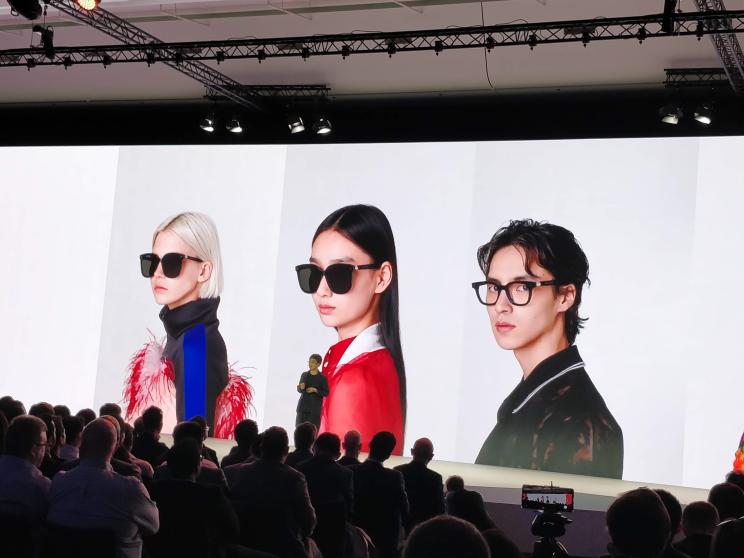 שעון, אוזניות ומשקפיים: וואוי משיקה בפריז סדרת מוצרים חדשים