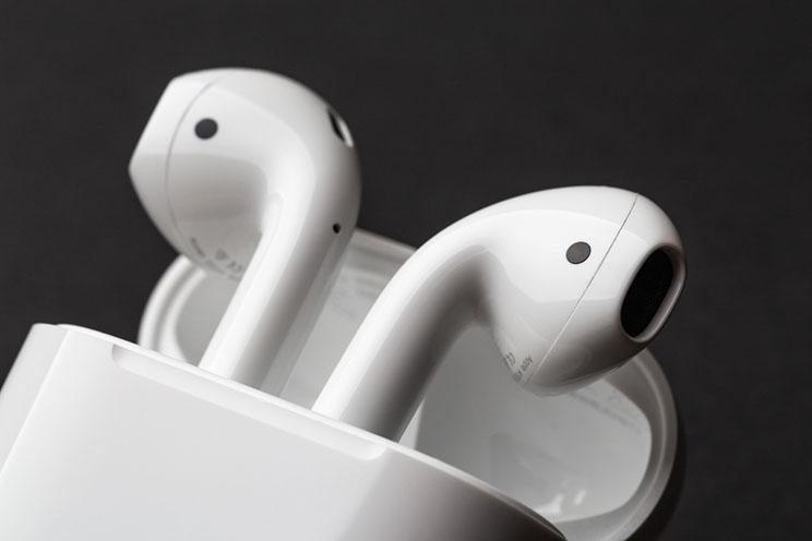 אפל מכרה בשנת 2019 יותר אוזניות TWS מכל יתר היצרניות יחד