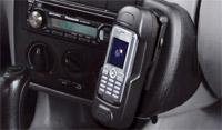 בדגמים רבים ניתן לחבר את הטלפון הסלולרי כך שברגע שמתקבלת שיחה הרדיו-דיסק משתתק