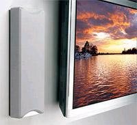 העיצוב הדק של רמקולי קיר משתלב היטב עם מסכי טלוויזיה שטוחים