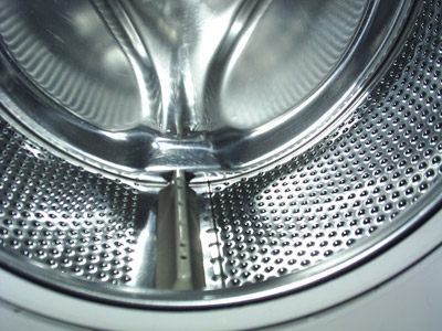 במכונת כביסה עם קיבולת גדולה אפשר לכבס כמות גדולה ובתדירות נמוכה יותר